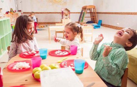 כלי אוכל מופרדים לכל ילד
